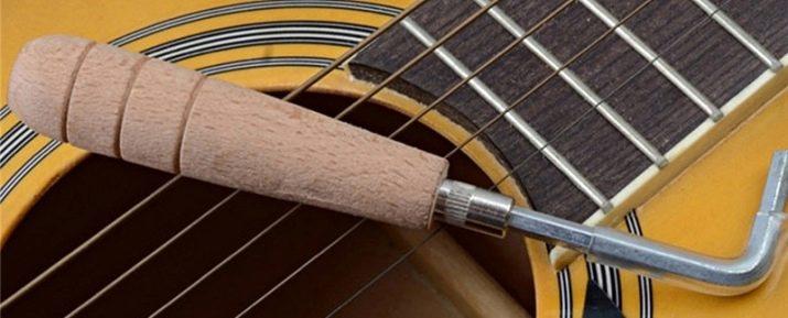 Как опустить струны на акустической гитаре